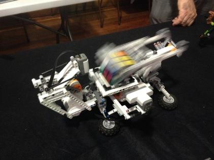 Lego Technic solving Rubiks Cube