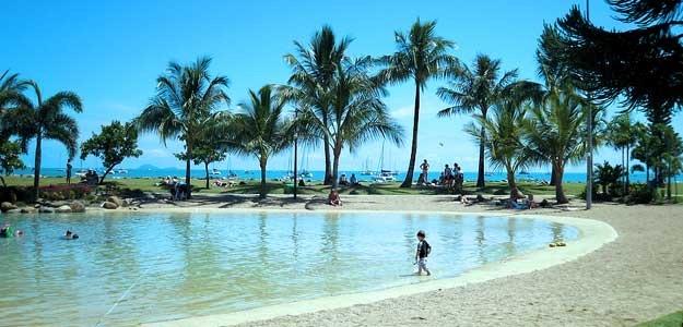 Airlie_Beach_Lagoon